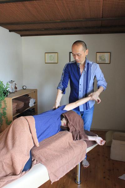 一番人気!筋膜療法(川口秀広が担当します)スタンダードコース90分 筋膜療法には筋肉をゆるめる緩消法が含まれています。