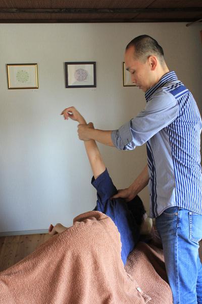 筋膜療法(川口秀広が担当します)スペシャルコース120分 筋膜療法には筋肉をゆるめる緩消法が含まれています。