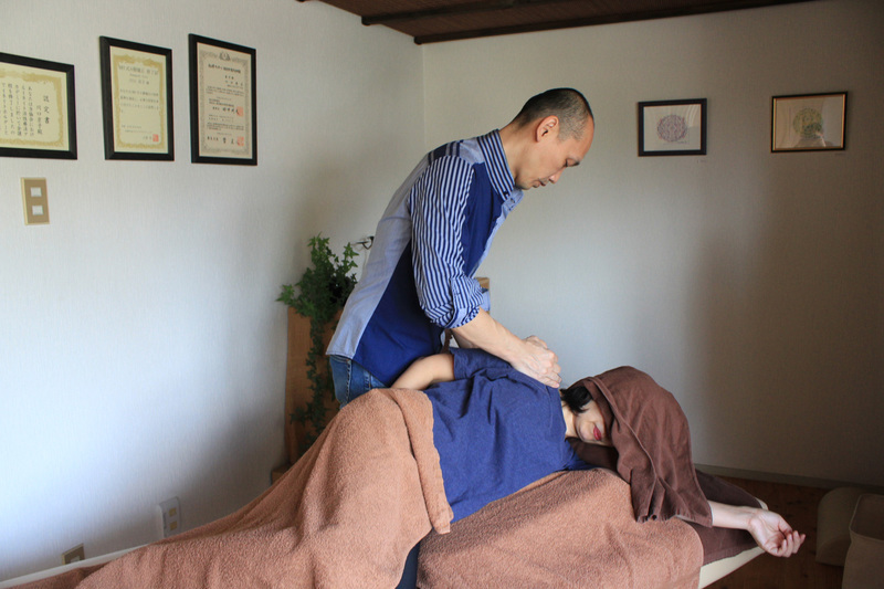 筋膜療法(川口秀広が担当します)部分的なクイックコース40分 筋膜療法には筋肉をゆるめる緩消法が含まれています。